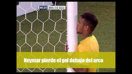 Neymar pierde el gol debajo del arco