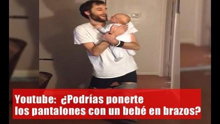 YouTube: ¿Podrías ponerte los pantalones con un bebé en brazos?