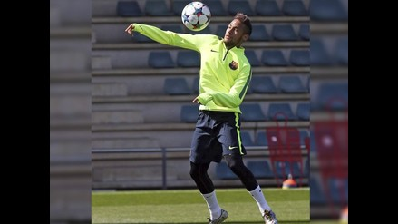 Neymar sorprende con sus malabares con el balón