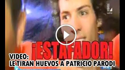 Patricio Parodi fue atacado con huevos y lo llaman estafador