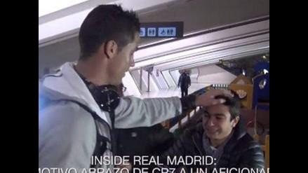 YouTube: Cristiano Ronaldo consoló a hincha que lloraba en el aeropuerto