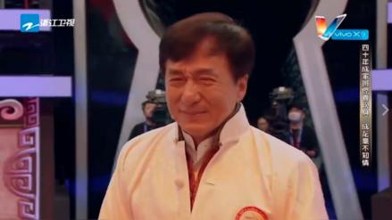 Facebook: Jackie Chan lloró al reencontrarse con sus dobles de acción