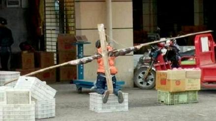 China: Papá crucificó a su hijo porque no quiso hacer las tareas