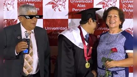 Facebook: Un padre troleó a su hijo durante la ceremonia de graduación