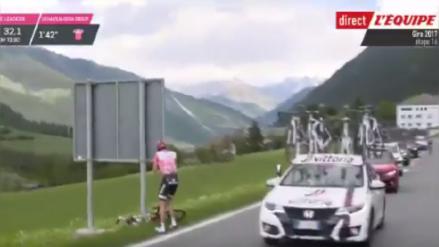 VIDEO| Ciclista tuvo que parar por problemas estomacales en plena competencia