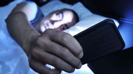 Esta es la razón por la que no debes dormir junto a tu celular