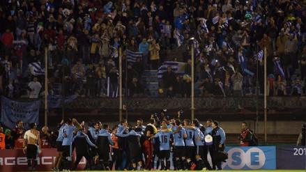 Hinchas Uruguayos celebraron en el estadio Centenario el repechaje de Perú