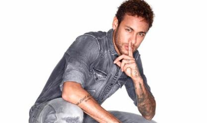 Neymar y su desnudo está alborotando las redes sociales
