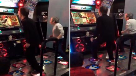 Facebook: Pareja de abuelitos son un éxito en videojuego de baile
