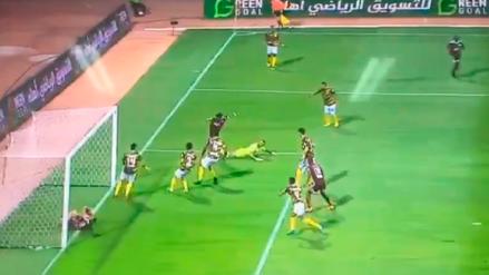 Twitter: jugador evitó un gol a favor de su equipo de manera insólita