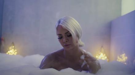 Tras escándalo, Sheyla Rojas reaparece como actriz en videoclip [VIDEO]