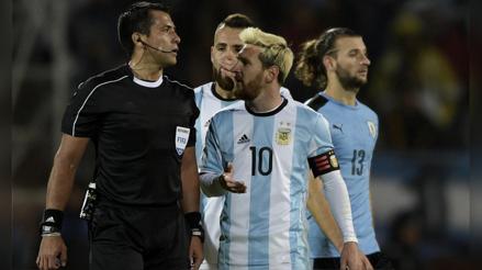 """Cuando Messi criticó el trabajo de Julio Bascuñán: """"No pudimos hacer el juego porque el árbitro no nos dejó"""" [VIDEO]"""