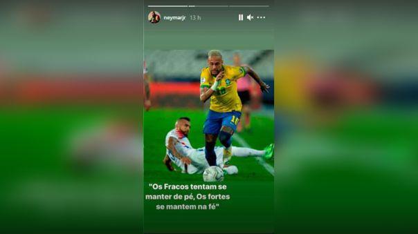 El mensaje fue acompañado con una foto donde aparece Neymar superando a Arturo Vidal.