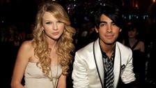1. Joe Jonas: Estamos seguros que hoy en día todo el mundo ya conoce la historia de la ruptura en 27 segundos por teléfono entre Joe Jonas y Taylor Swift. Si bien la parejita no salió por mucho tiempo, la rubia tenía tan solo 18 años y le chocó bastante fuerte.