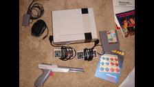 2) ERA MUCHO MÁS RESISTENTE  Una de las pocas maneras de malograr un NES era conectándolo sin su transformador o... lanzándolo de un edificio. Las consolas posteriores eran mucho más sensibles.