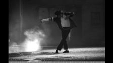 2) MICHAEL TENÍA UN PROBLEMA EN LOS PIES. El doctor dice que bailar era una tortura para Michael, porque tenía cayos y una infección micótica avanzada, lo que le causaba mucho dolor.