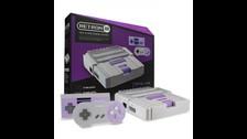 RETRON es una consola que te permite jugar videojuegos de NES y SNES.