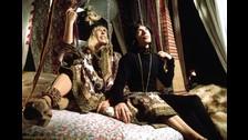 Durante la grabación de una película con Anita Pallenberg, tuvo un romance con ella. El problema es que Anita era pareja de su gran amigo, Keith Richards.