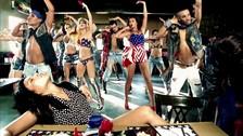 2. TELEPHONE  La canción que interpretan Lady Gaga y Beyoncéfue originalmente escrita para Britney Spears. Ella no quiso grabarla, aunque se cuenta que hay un demo que con su voz en Internet.