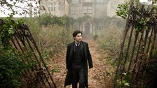 Arthur Kipps en La Dama de Negro (2012): Luego de finalizar la saga, interpretó a un abogado tratando de no perder la cabeza después de la muerte de su esposa.