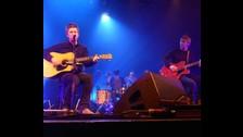 2. Noel dio el primer paso el año pasado. En diciembre, el mayor de los Gallagher subió al escenario junto a Gem Archer, ex guitarrista de Oasis. Eso no ocurría desde el 2010.