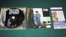 EL CD. Los CDs comerciales se lanzaron en 1982. No se pudo dar el gran salto mientras los reproductores no bajaran de precio. El primer CD musical en producirse el de Billy Joel (52nd Street) y la primera canción fue
