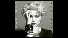 1. POR ROMPER TODOS LOS RECORDS QUE PUEDE. Madonna es una mujer de enormes cifras. Ejemplo de ello es que conserva el record como la mujer que más ha girado por el mundo entero y sigue haciéndolo, logrando ser casi imbatible.