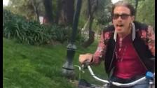 1. MONTAR BICICLETA POR EL MALECÓN. En Santiago, Steven Tyler se animó a manejar cerca al Parque Forestal En Lima, el lugar más adecuado para hacerlo sería el Malecón de Miraflores.