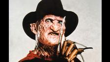 FREDDY KRUEGER. Este personaje ataca mientras la gente sueña. tiene la clásica chompa a rayas rota, garras, un sombrero y el rostro quemado.