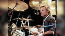 Este famoso tema fue escrito por Roger Taylor, baterista de la banda, y forma parte de su famoso disco The Works de 1984.