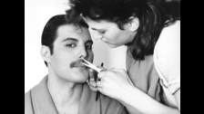 El tema fue compuesto por Freddie Mercury, mientras tomaba un baño de espuma en el hotel Bayerischer Hof de Múnich, en tan solo diez minutos.
