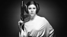 Carrie Fisher, recordada por interpretar a la Princesa Leia enm la saga de Star Wars, falleció hoy a los 60 años.