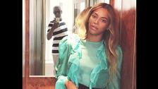 Cualquiera pensaría que el selfie es de Beyoncé, pero no, es de Jay Z y la cantante se coló.