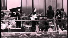 La idea fue de hacerlo en un techo fue de Lennon. Lindsay-Hogg dice que fue su idea. Otros dicen que fue Ringo. Les pareció interesante a todos, pero también acorde al poco interés en organizar algo más grande.