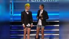 Twenty One Pilots subió a recibir su primer Grammy sin pantalones. Entérate por qué