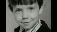 Robbie Williams, hijo de Pete y Theresa Janette Williams, nació en 1974.