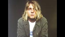 2. POR SU SINCERIDAD. Kurt no tenía reparos en mostrar su espíritu depresivo, melancólico y tormentoso. Su música reflejaba lo que era, sin grandes pretensiones.