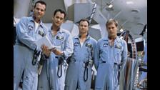 Apolo 13 (1995): Película basada en la historia real sobre la misión del Apolo 13 que buscaba llegar a la luna pero terminó siendo una accidentada labor. Paxton protagonizó a Fred Haise.