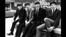 La canción 'Please Please Me', que da nombre al disco, fue el primer tema de The Beatles que llegó al Número uno en el Reino Unido.