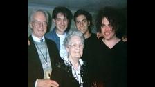 El padre de Robert Smith solía cantarle canciones para dormir de niño. Todas tenían un horrible final como