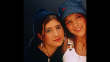 Constanza Lewis abandonó la banda en 2001.  Elisa Montes y Consuelo Edwards también dejaron la agrupación.