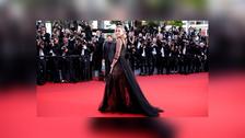 El elegante vestido transparente que hizo brillar a Charlize Theron en Cannes