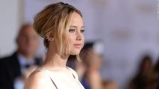 Jennifer Lawrence. La actriz estadounidense de cine y televisión protagonista de películas como Los Juegos del Hambre, American Hustle o Silver Linings Playbook nació el  15 de agosto de 1990, tiene 26 años.