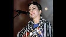 En 1997 lanzó un disco solista que no tuvo mucho éxito, pero fue anfitriona de Bay Area Music Awards.