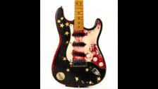 """Corgan's #2 Stratocaster: Una guitarra Fender AVRI Stratocaster 1988, modificada y cubierta con estrellas con la que se grabó gran parte de Siamese Dream y Mellon Collie (incluyendo """"Today"""" y el solo de """"Cherub Rock"""")."""