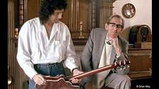 Brian May se volvió un conocedor de la música, no con canciones juveniles de su época, sino con música clásica (la favorita de su padre) y con música barroca. Sí, así de sofisticado.