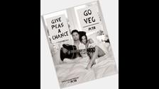 En 2008 posó con su esposa para un calendario de PETA.