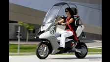 Se trata del modelo CI de BMW. Ya había motos de este estilo, pero el modelo CI es el que más se asemeja al vehículo de Bulma.