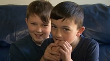 En 2014 el canal de televisión CBBC los entrevistó y lucían así.