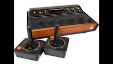 CONSOLAS DE VIDEOJUEGOS:  No eran las modernas Play Station o los avanzados productos de Nintendo. El primero fue el Atari 2600, lanzado en 1977. A inicios de los ochenta apareció